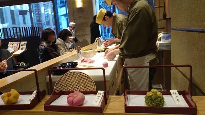【日本橋 】鶴屋吉信 カウンターで楽しむ手作り和菓子 【はらぺこ日記】